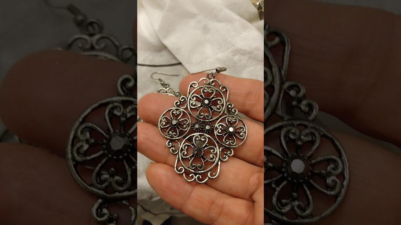 How to clean costume jewelry(1) - YouTube