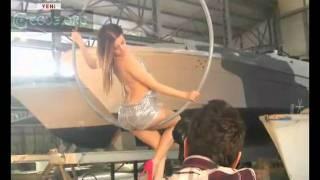 L'Oreal Miss Turkey 2011 Favorisi Gizem Karaca Çembere Oturup Seksi Pozlar Veriyor