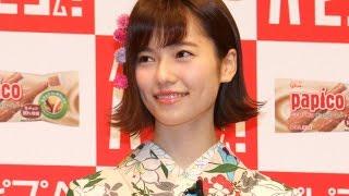 アイドルグループ「AKB48」の島崎遥香さんと横山由依さんが6月25日、東京都内で行われた江崎グリコのアイス「パピコ」の新CM発表会に登場。 AKB48メンバーがイメージ ...
