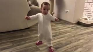 Дочка Павла Прилучного сделала первые шаги