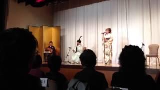 9歳の中村滉己君の伴奏で、叔母にあたる民謡歌手中村仁美さんが津軽じょ...