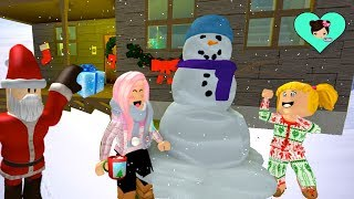Christmas routine in Roblox with Bebe Goldie and Titi Games