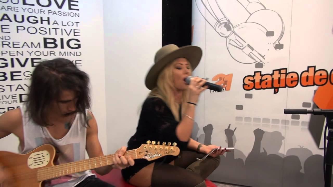 Delia - Chandelier (Sia Cover) LIVE @ RADIO 21 - YouTube