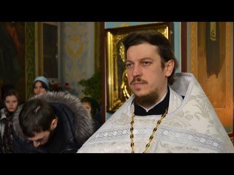 Молебен священников Урюпинской епархии перед Дарами волхвов в Казанском соборе Волгограда.