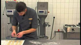 Vanillekipferl Backen Mit Dominic Padeffke Von Der Bäckerei-konditorei Padeffke Aus Mössingen