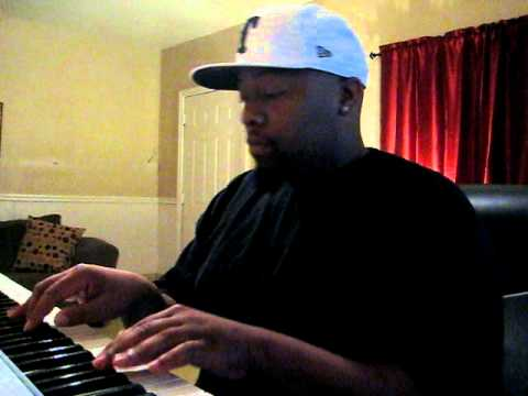 Texas Producer Big.Clev messing around on the keys!! 001.AVI