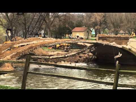 Destruction of Sumner Avenue Bridge, Humboldt IA