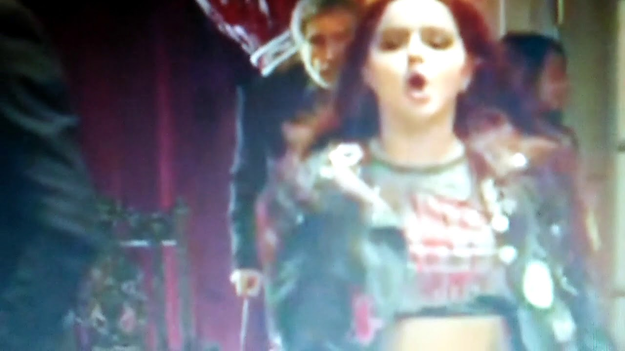 Ariel Winter Running And Oops Youtube