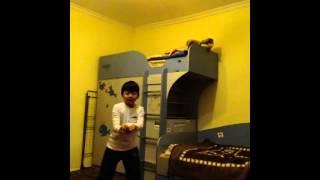 Чем занимаются дети когда дома нет родителей! Танцуют!(Очень прикольное видео!!!!, 2015-09-30T07:06:47.000Z)