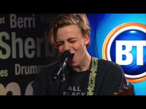 "Scott Helman performs ""Kinda Complicated"" on BT Montreal"