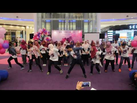 UiTMedic Flashmob - Reggaetón Lento (Remix)    at Aeon Shah Alam