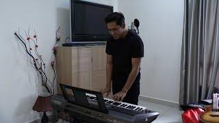 Khai Bahar belanja lagu 'Luluh' sambil tunjuk bakat main keyboard dalam bilik