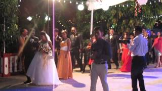 IHL125  Индийская свадьба.  Ритуал прохода по кругу молодых и их родственников