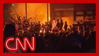 CNN reporter says 'zero' police presence as Minneapolis precinct burns