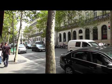Paris: Bummel über den berühmten Boulevard Haussmann. Stroll along the famous Boulevard