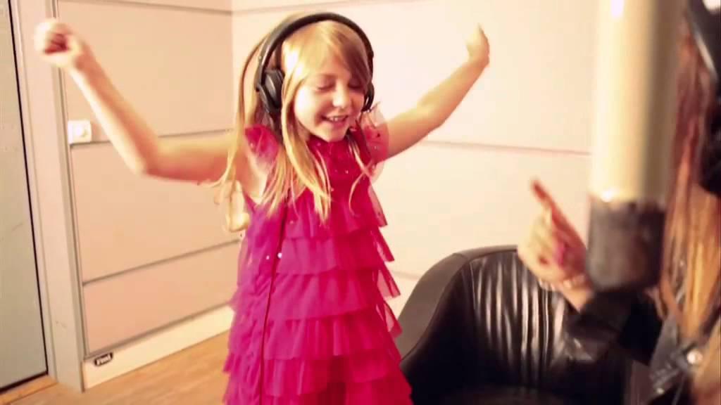 Barbie la princesse et la popstar caroline costa et l a chantent en duo clip officiel youtube - Jeux de barbie popstar ...