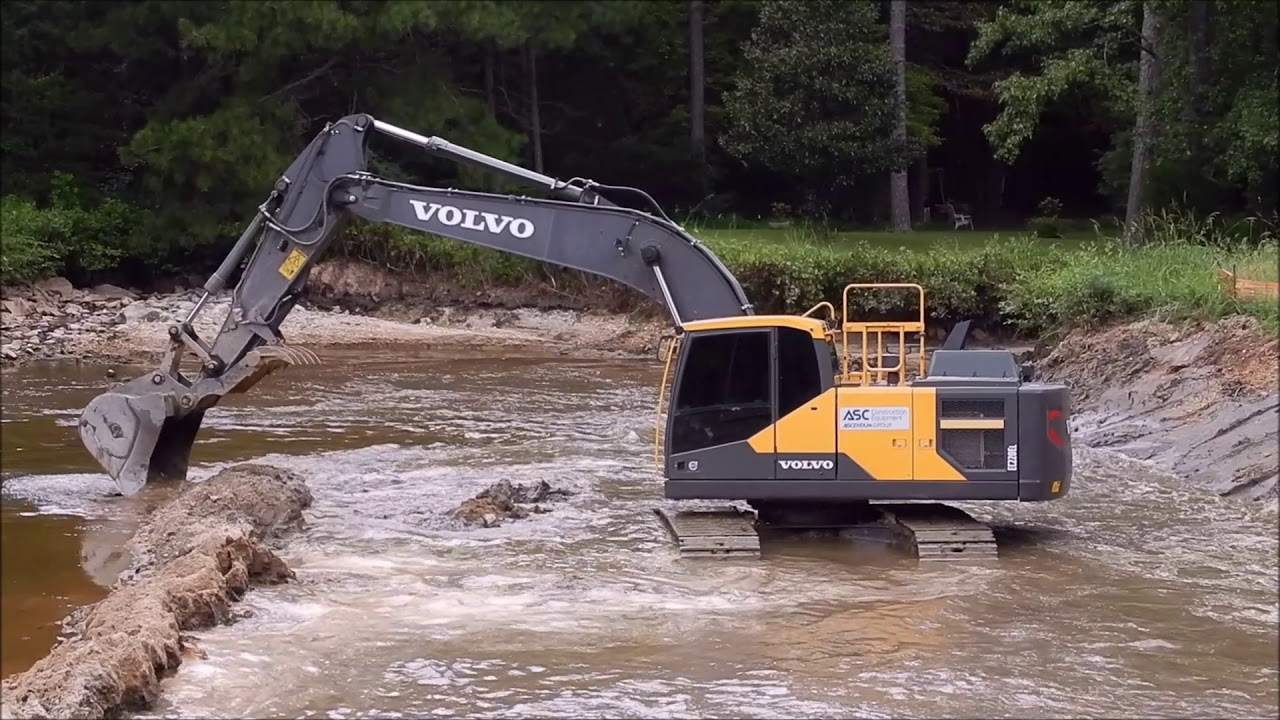excavator-flooding-the-cut