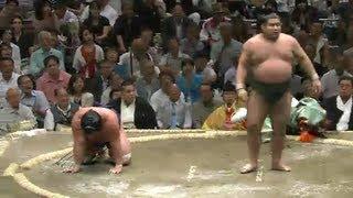 平成25年秋場所3日目 行事は俵に引っかかって転けたそうです sumo 大...