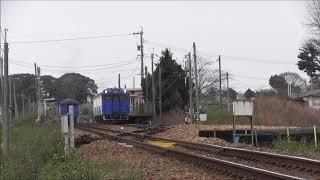 香椎線酒殿駅での列車交換風景