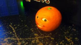 Annoying Orange : Gingerbread Bird