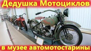 Советские мотоциклы и ретро автомобили времен СССР.