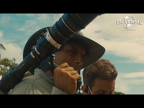 VIEJOS | Viaje al interior de M. Night (Universal Pictures) HD