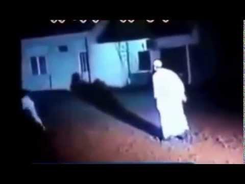 Muslims defied a magician most see ساحر لايستطيع احد ان يمسه فتغلب عليه مسلم