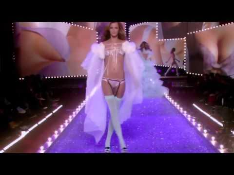 Victoria's Secret Fashion Show 2004
