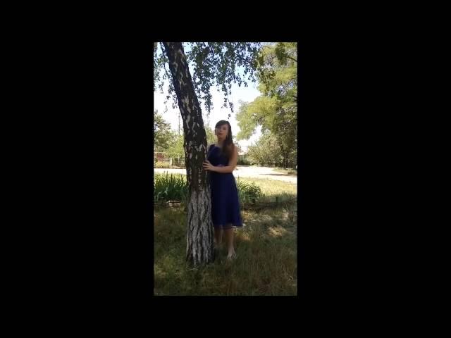 Изображение предпросмотра прочтения – КсенияПетрова читает произведение «Берёзка (Зелёная причёска, девическая грудь…)» С.А.Есенина