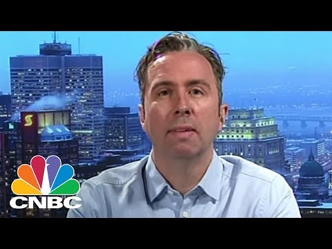 How This Company Uses AI To Track Cheap Flights Around The World: Hopper CEO Frederic Lalonde | CNBC