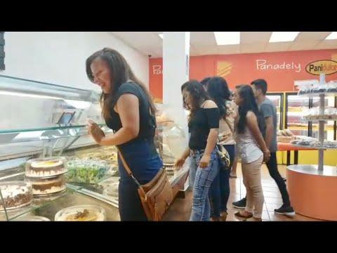 comprando-pasteles-y-visitando-un-mercado