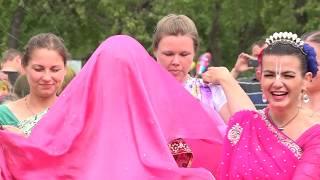 На фестивале Индии в Верхней Салде сыграли свадьбу