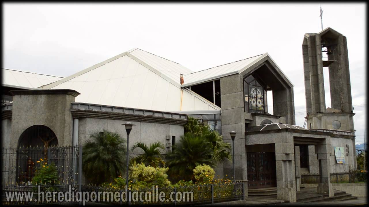 Templo de Mercedes Norte al medio da Heredia Costa Rica