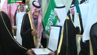 شاهد.. أمير الكويت يُقلد الملك قلادة مبارك الكبير