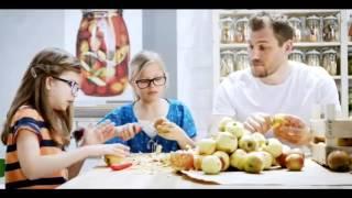 IKEA 2014 陪孩子一起成長 削蘋果影片
