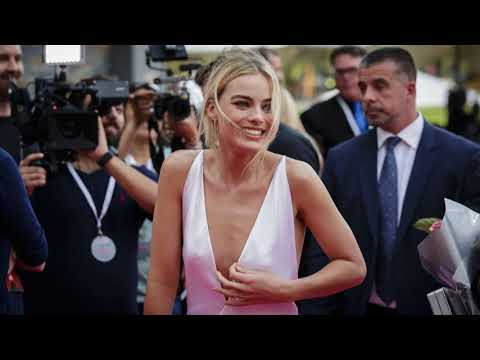 Jaime Pressly Street wear / Street Snap / Fashion Recommend to you