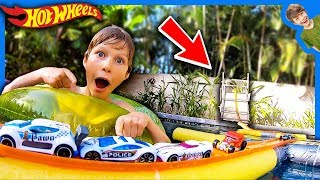 FLOATING HOT WHEELS TRACK SWIMMING POOL ADVENTURE!