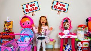 Ксюша Арина и кукла беби бон Настя играют в магазин игрушек Видео для детей / Magic Twins