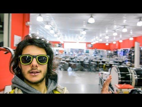 nel negozio di musica più grande d'Italia