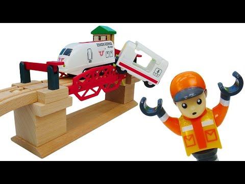 Поезд застрял на мосту! Железная дорога BRIO: развивающие игры для мальчиков
