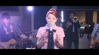 Смотреть клип Elena Gheorghe - De Neinlocuit