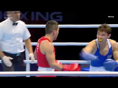 Казахстанский боксер устроил рубку с чемпионом мира из Узбекистана в бою с нокдауном