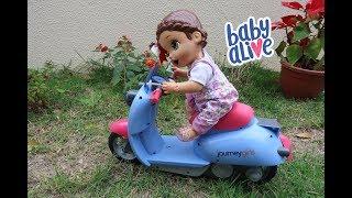 ANDANDO DE MOTINHA NO JARDIM DA MAMÃE BABY ALIVE AMANDINHA
