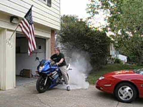 2004 Suzuki GS500f burnout - YouTube