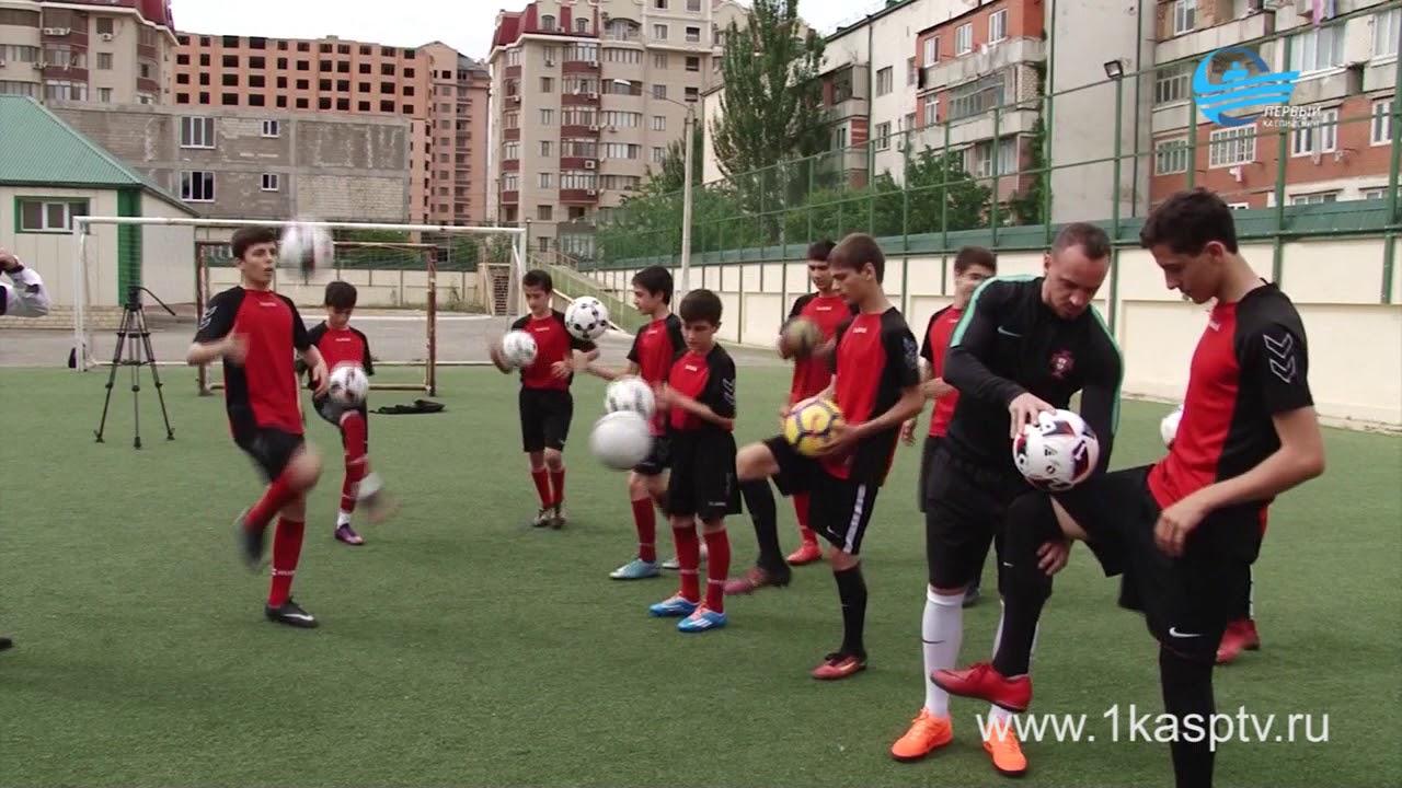 Первооткрыватель футбольного фристайла в России Дмитрий Карпов посетил училище олимпийского резерва по футболу «Дагестан» в Каспийске