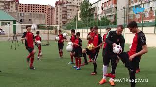 Первооткрыватель футбольного фристайла в России Дмитрий Карпов посетил училище олимпийского резерва