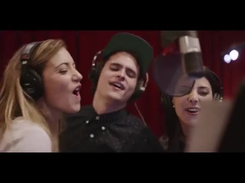 Forever Young -  Augusto Schuster, Daniela Castillo y Josefina Fiebelkorn