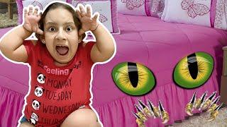 Maria Clara e o monstro debaixo da cama (MC Divertida and Monster under the bed story)