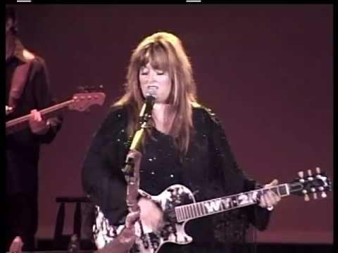 WYNONNA JUDD Girls With Guitars 2004 LiVe
