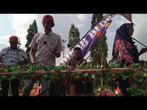 persiapan-karnaval-blora-2019-musik-bambu-oleh-bppkad